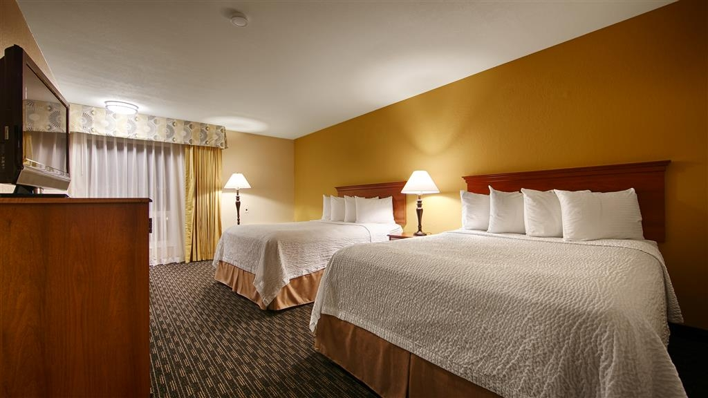 Best Western Village Inn - Make yourself at home in our Two Queen Guest Room