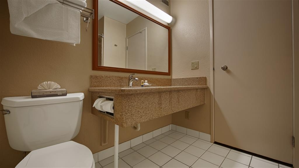 Best Western Village Inn - Enjoy getting ready for the day in our Guest Bathrooms