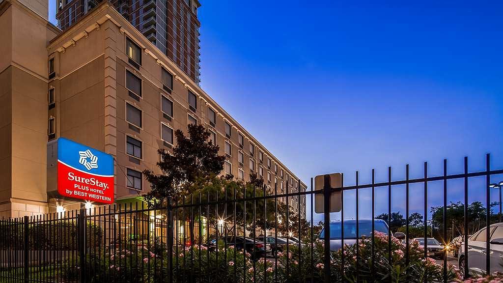 SureStay Plus Hotel by Best Western Houston Medical Center - Vista exterior