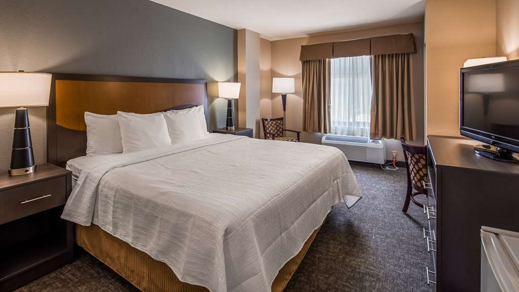SureStay Plus Hotel by Best Western Houston Medical Center - We offer a variety of king mobility accessible rooms from roll-in-showers to bathtubs.