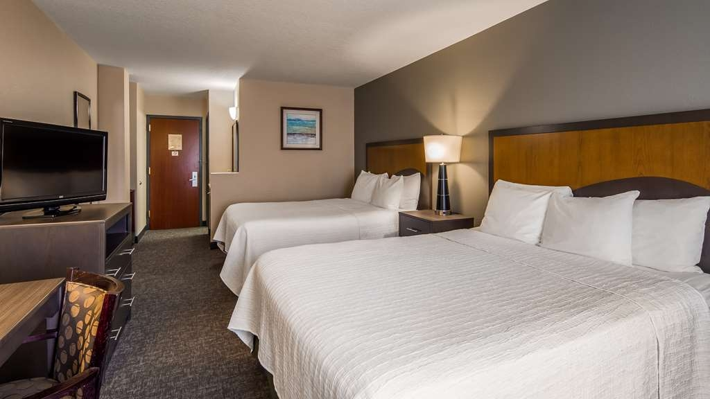 SureStay Plus Hotel by Best Western Houston Medical Center - If you're traveling with your family or group of friends, opt for our 2 queen bedroom.