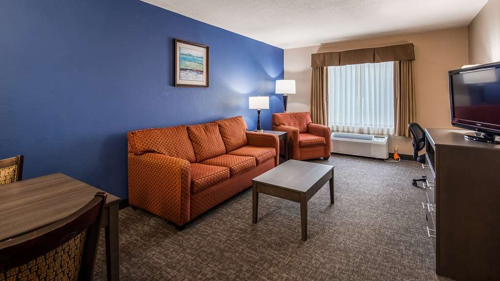 SureStay Plus Hotel by Best Western Houston Medical Center - Use the sofabed in our 2 queen suite for extra sleeping space without the cost of an additional room.
