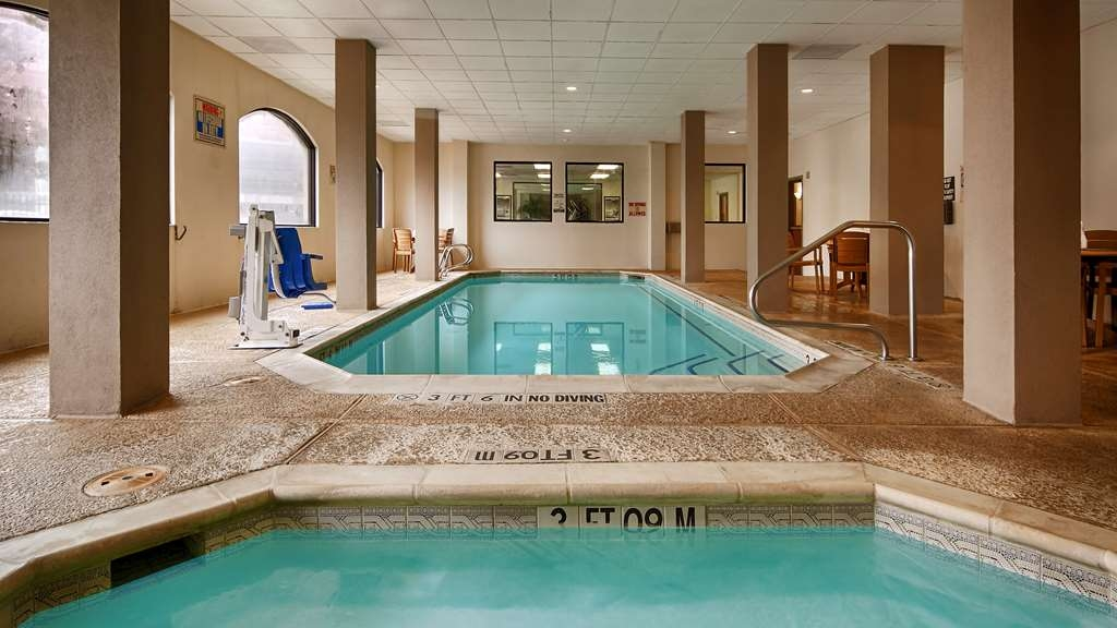 SureStay Plus Hotel by Best Western Houston Medical Center - Our Indoor Pool and Hot Tub offers a mobility accessible lift for your convenience.