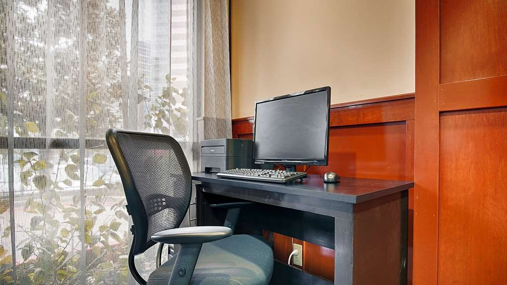 SureStay Plus Hotel by Best Western Houston Medical Center - Keep connected with your loved ones in our business center.