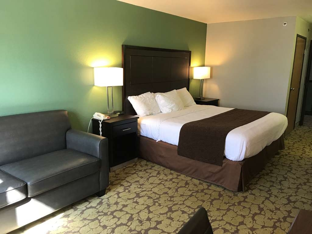 SureStay Plus Hotel by Best Western Bettendorf - Stretch out and relax in this king room.