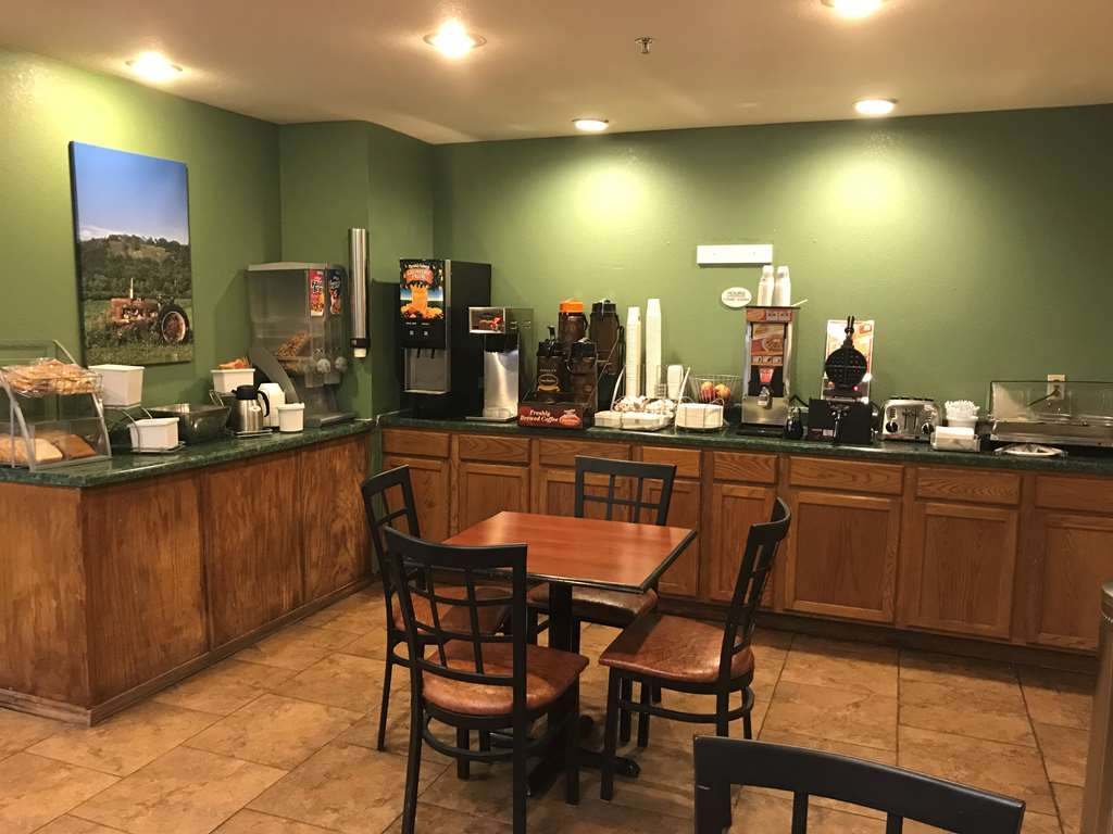 SureStay Plus Hotel by Best Western Bettendorf - Enjoy a balanced and delicious breakfast with choices for everyone.