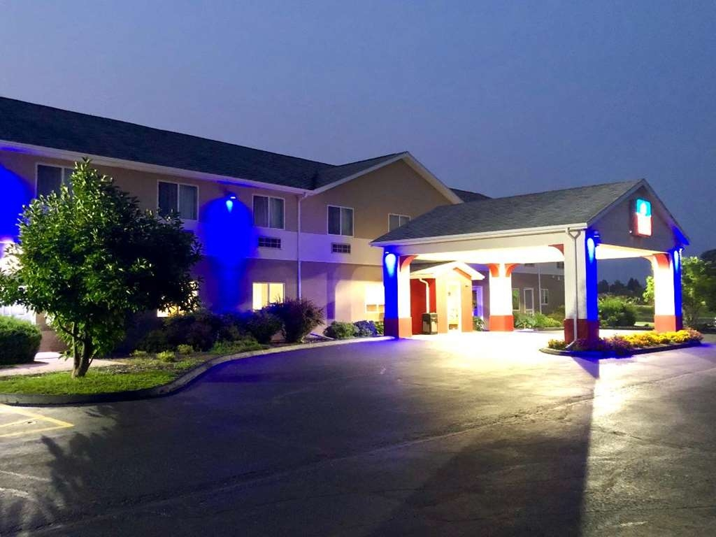 SureStay Plus Hotel by Best Western Bettendorf - Discover the best Bettendorf has to offer and enjoy your stay at our hotel.