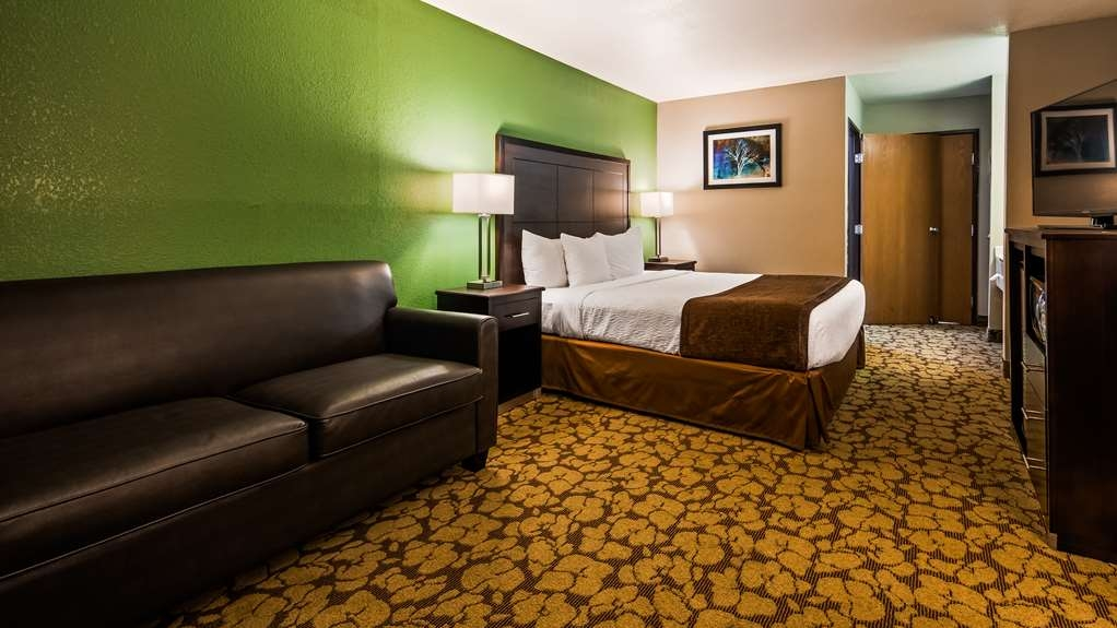 SureStay Plus Hotel by Best Western Bettendorf - Make a reservation in our king room featuring free Wifi, microwave, refrigerator and flat screen TV.