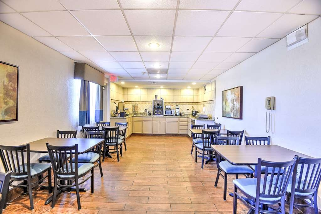 SureStay Hotel by Best Western Ottawa - Our breakfast room offers intimate dining for couples and smaller groups.