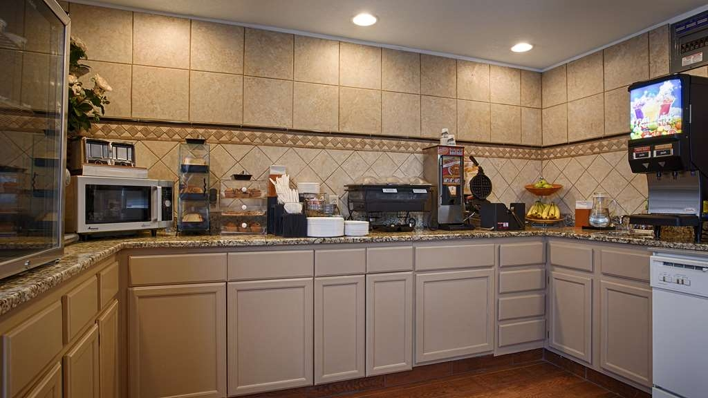 SureStay Hotel by Best Western Ottawa - Join us every morning for a variety of your favorite morning treats.
