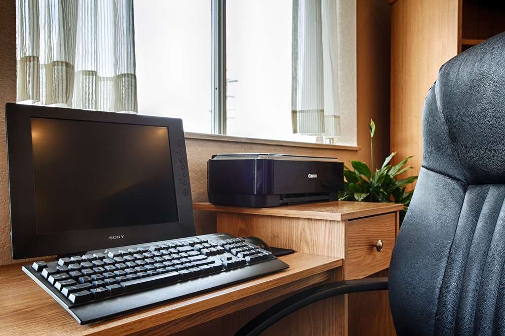 SureStay Hotel by Best Western Ottawa - Keep connected with your loved ones in our business center.