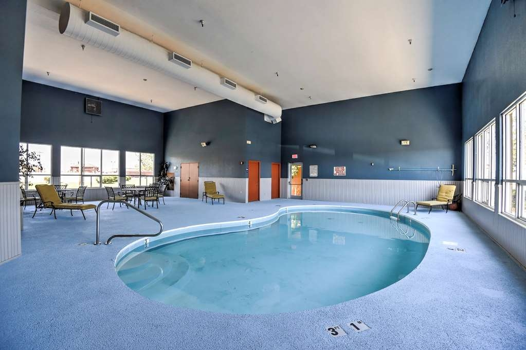 SureStay Hotel by Best Western Ottawa - Poolansicht