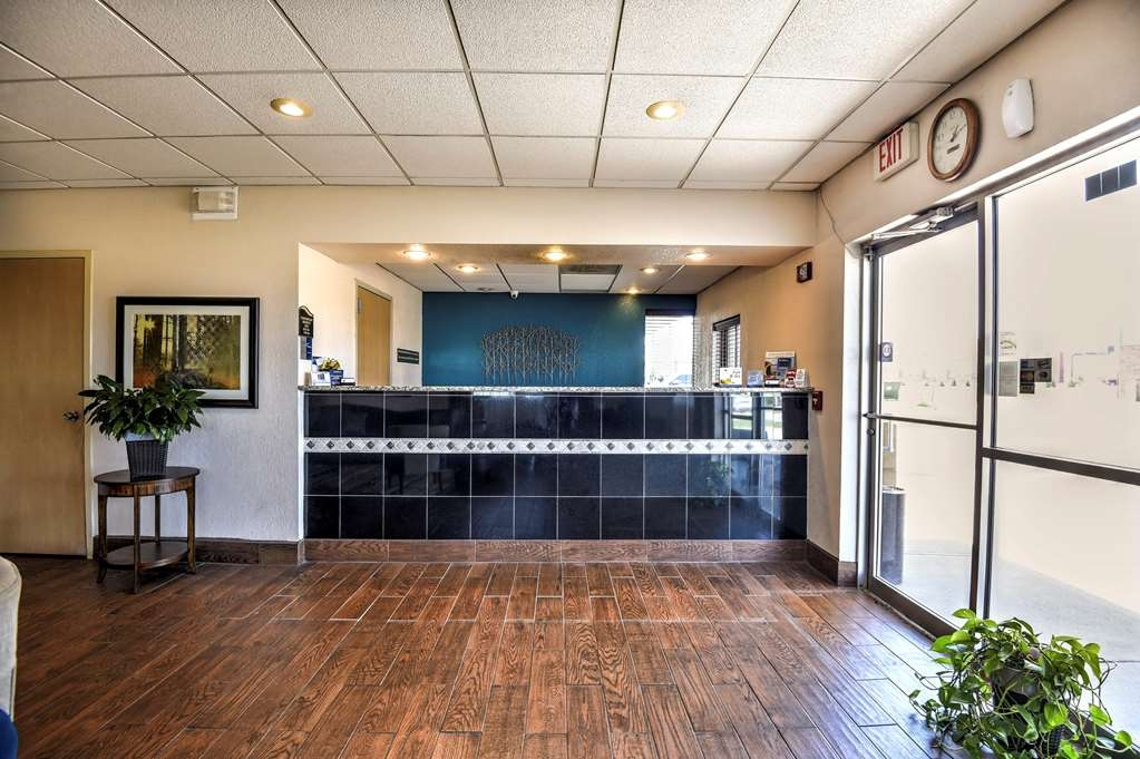 SureStay Hotel by Best Western Ottawa - Make sure you visit our front desk staff for check in/out help.