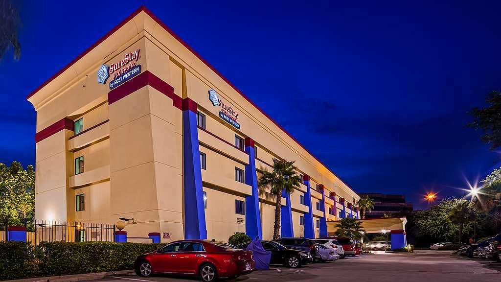 SureStay Plus Hotel by Best Western Houston Intercontinental - Vista Exterior