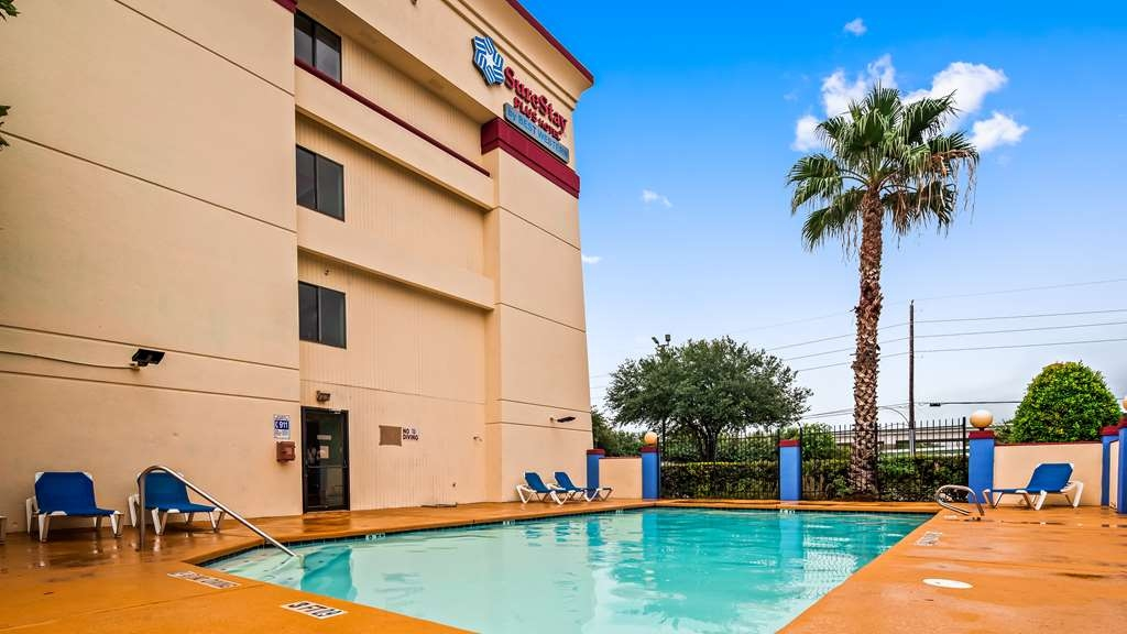 SureStay Plus Hotel by Best Western Houston Intercontinental - Poolansicht