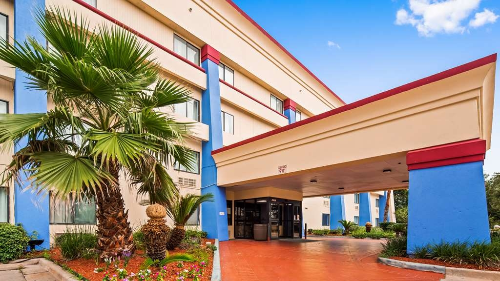 SureStay Plus Hotel by Best Western Houston Intercontinental - Außenansicht