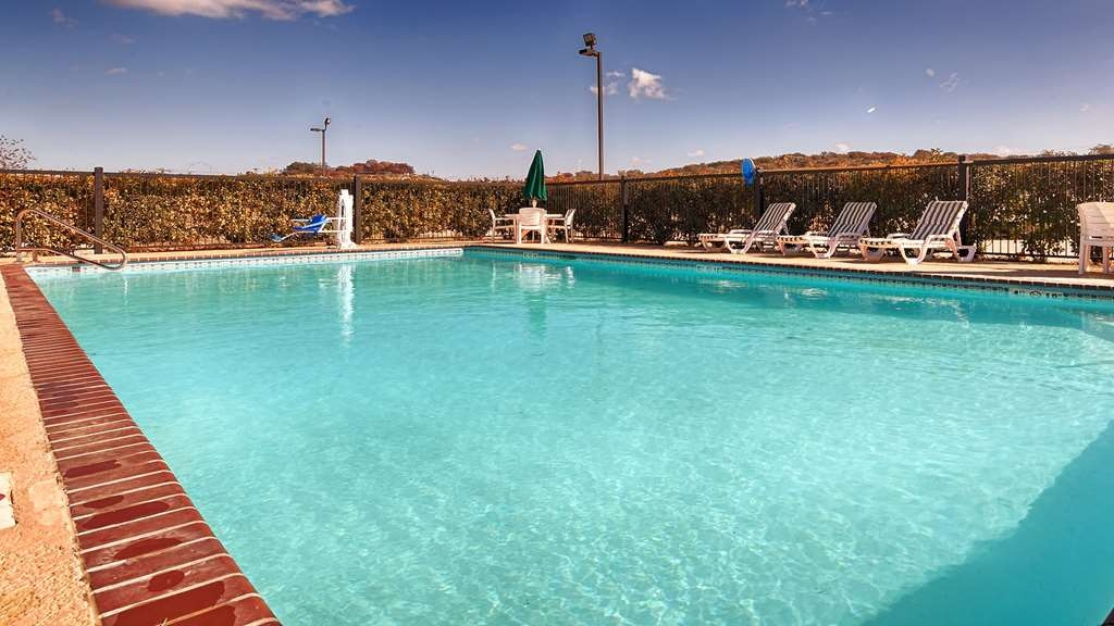 SureStay Hotel by Best Western Sonora - Take a splash in our seasonal outdoor pool. Make the most out of your time out in the Texas heat.