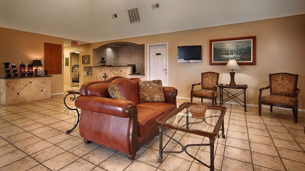 SureStay Hotel by Best Western Sonora - Relax and unwind in the lobby area with a big screen TV and seating area. Quiet, peaceful, and comfort are what characterizes this area of the hotel.