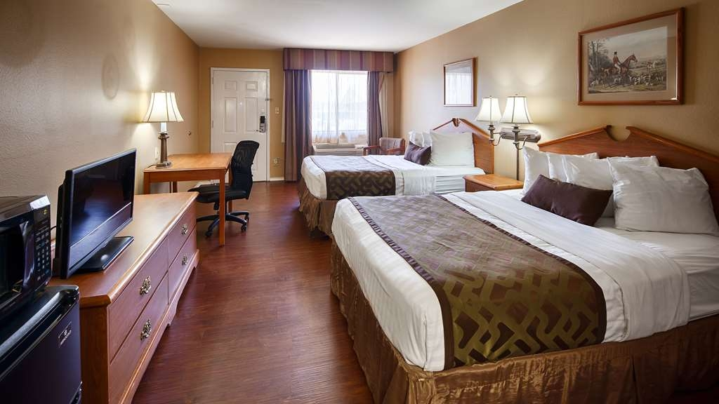 SureStay Hotel by Best Western Sonora - Relax in our spacious guest rooms with all the amenities to help make your stay complete. Our rooms with two queen size beds feature a separate seating area and personal workspace suitable for any traveler.