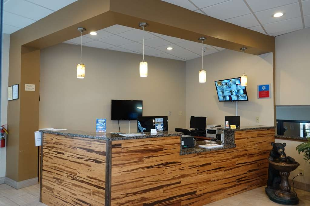SureStay Plus Hotel by Best Western Gatlinburg - FRONT DESK