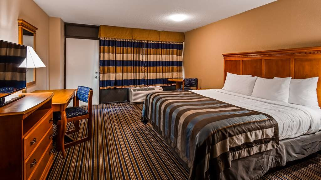 SureStay Plus Hotel by Best Western Gatlinburg - We offer a variety of king rooms from standard to mobility accessible.