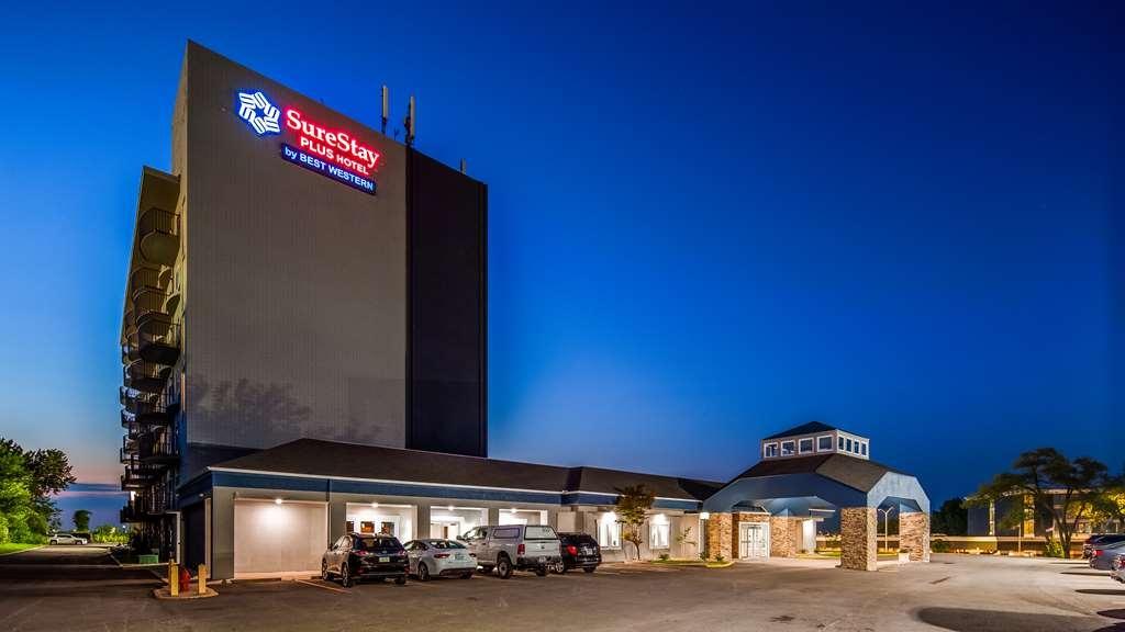 SureStay Plus Hotel by Best Western Kansas City Airport - Facciata dell'albergo
