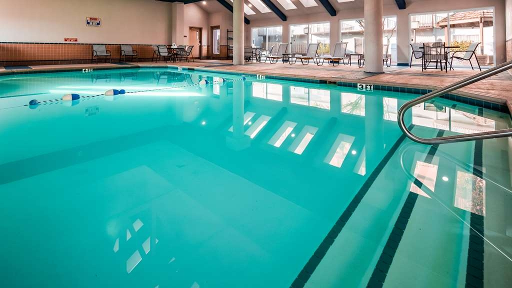 SureStay Plus Hotel by Best Western Kansas City Airport - Piscina