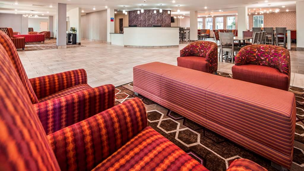 SureStay Plus Hotel by Best Western Kansas City Airport - Hall