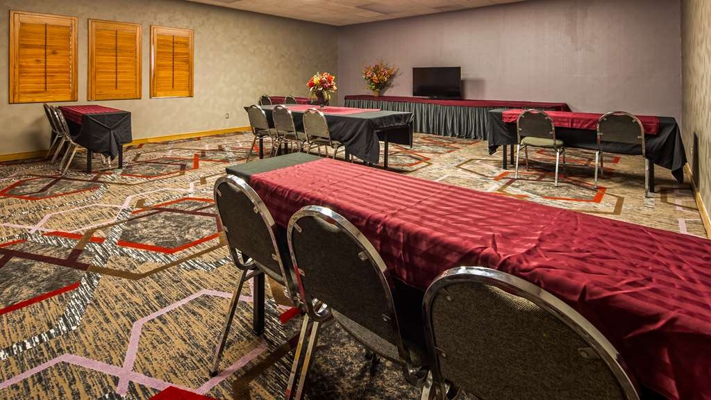 SureStay Plus Hotel by Best Western Kansas City Airport - Need to schedule a meeting for business? We have space available for you and your clients.