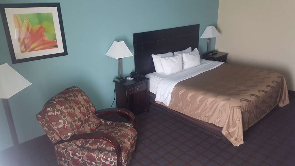 SureStay Plus Hotel by Best Western Blue Springs - Designed for corporate and leisure traveler alike, make a reservation in this king room.