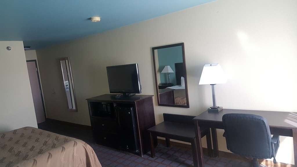SureStay Plus Hotel by Best Western Blue Springs - All of our rooms offer free wifi and flat screen TV's.