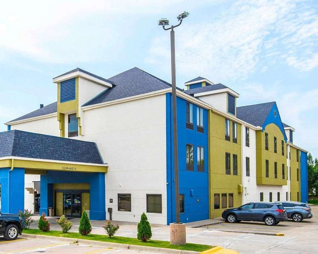 SureStay Plus Hotel by Best Western Blue Springs - Außenansicht