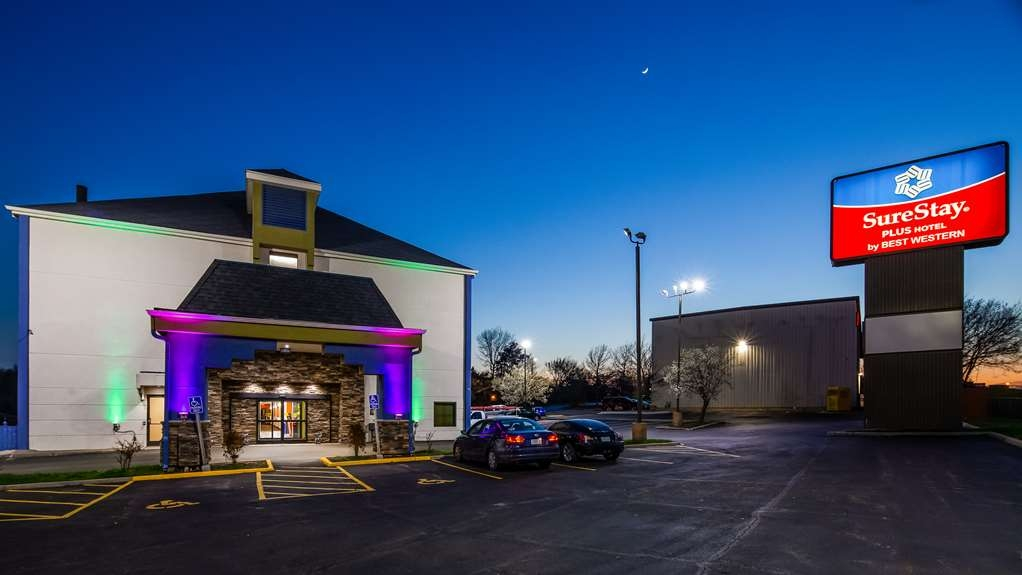 SureStay Plus Hotel by Best Western Blue Springs - Exterior Twilight