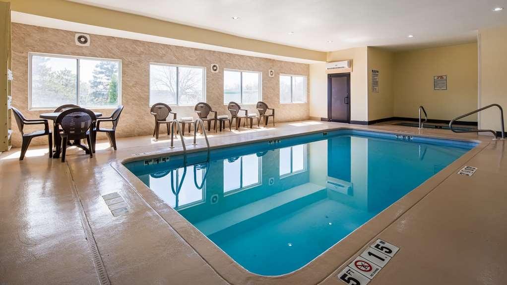 SureStay Plus Hotel by Best Western Blue Springs - Piscina