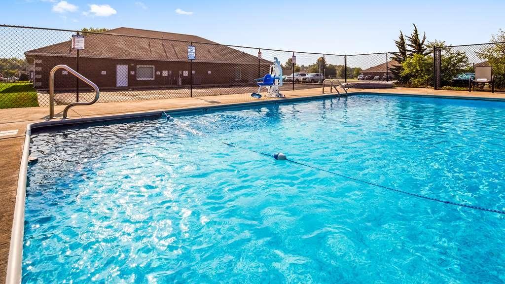 SureStay Plus Hotel by Best Western Kearney Liberty North - Vista de la piscina