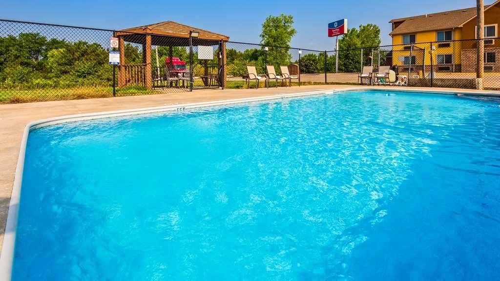 SureStay Plus Hotel by Best Western Kearney Liberty North - Vue de la piscine