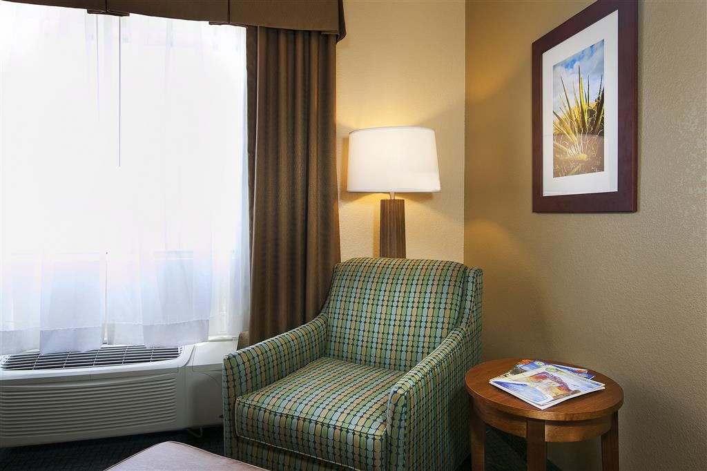 Best Western Gardens Hotel at Joshua Tree National Park - Enjoy a comfortable side chair and ottoman in our spacious standard guest room.