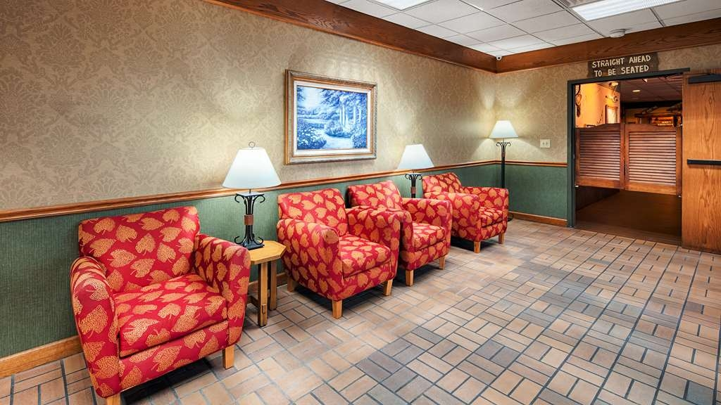 SureStay Hotel by Best Western McPherson - Hall