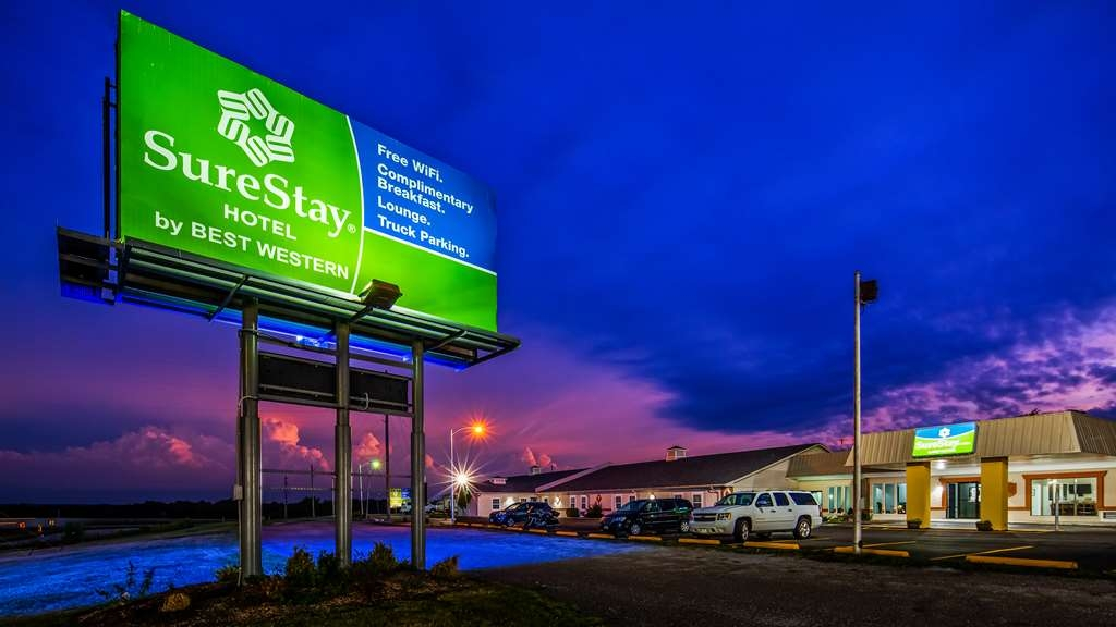 SureStay Hotel by Best Western Higginsville - Facciata dell'albergo