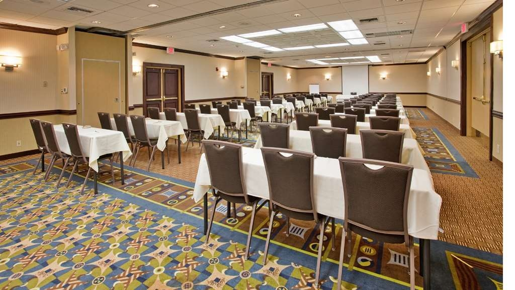 SureStay Plus Hotel by Best Western Kansas City Northeast - Ballroom