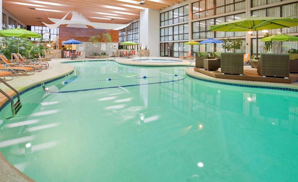 SureStay Plus Hotel by Best Western Kansas City Northeast - Vue de la piscine