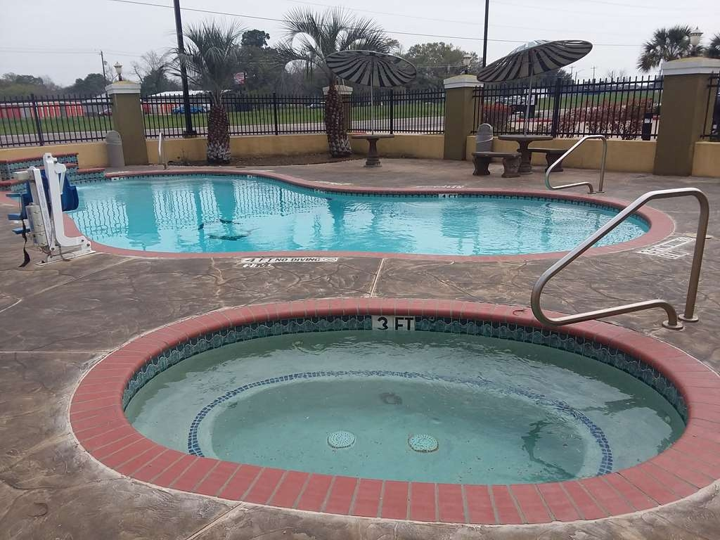 SureStay Plus Hotel by Best Western Alvin - Outdoor Pool and Hot Tub