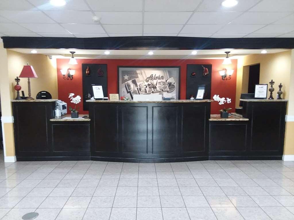SureStay Plus Hotel by Best Western Alvin - Vista del vestíbulo