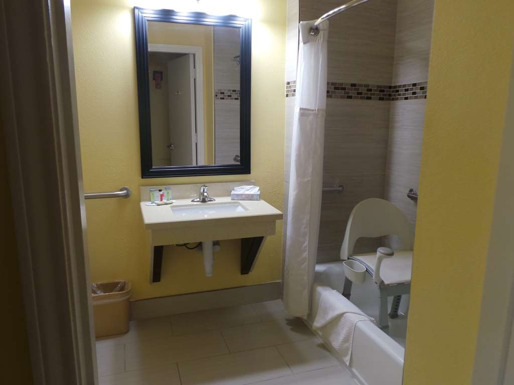 SureStay Plus Hotel by Best Western Alvin - Mobility Accessible Guest Bathroom