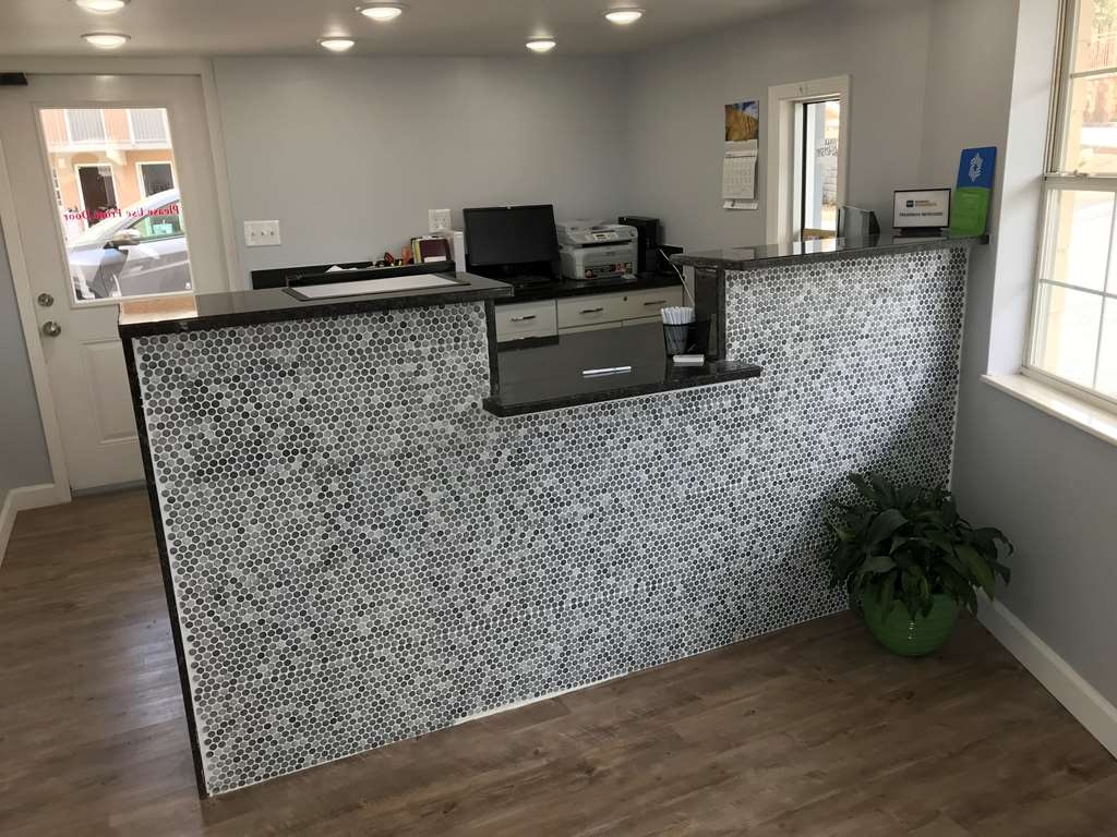 SureStay Hotel by Best Western Pigeon Forge - Front Desk