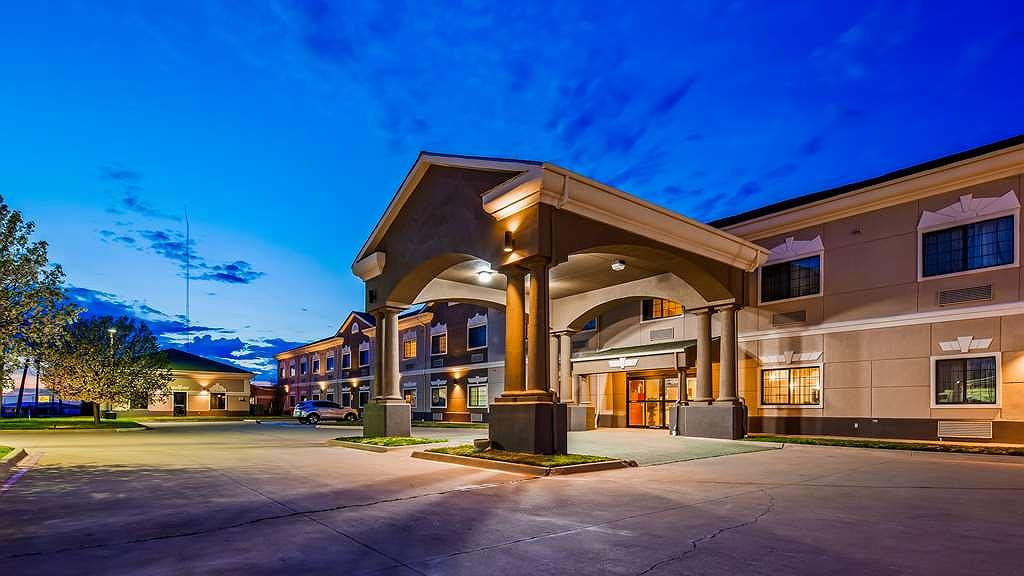 SureStay Plus Hotel by Best Western Quanah - Façade