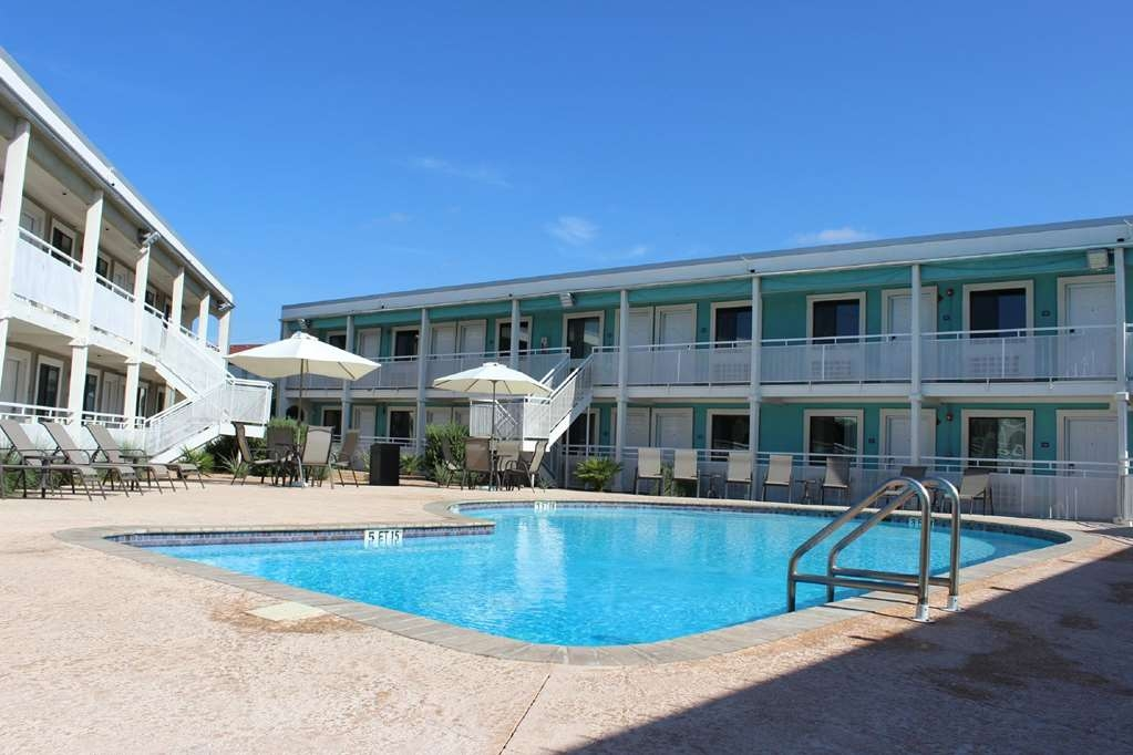 SureStay Hotel by Best Western Laredo - Soak up the sun while relaxing in our outdoor pool.