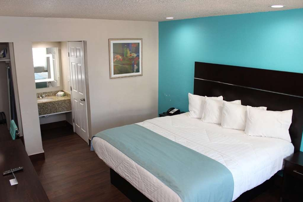 SureStay Hotel by Best Western Laredo - Stay in our king rooms offering a microwave, refrigerator, flatscreen TV's and free wifi.