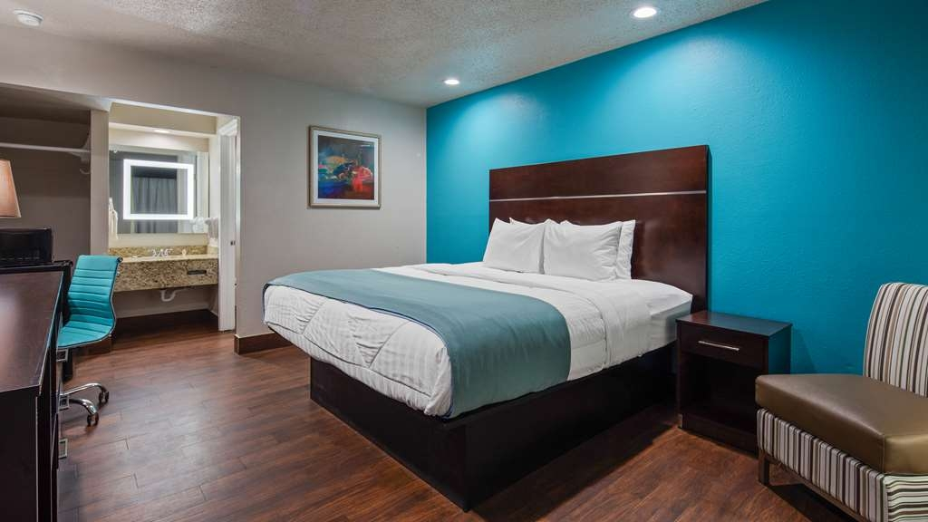 SureStay Hotel by Best Western Laredo - At the end of a long day, relax in our clean, king room.