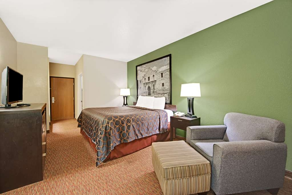 SureStay Plus Hotel by Best Western San Antonio Airport - If you looking additional space make a reservation in this 2 king bedroom.
